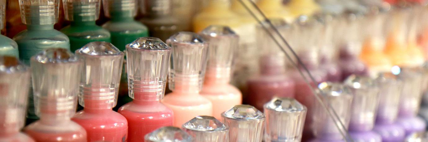 Nuvo by Tonic StudiosTekoče perle Nuvo tekoče perle je skupina malih stekleničk, ki v sebi skrivajo čudovite barve in raznolike efekte.