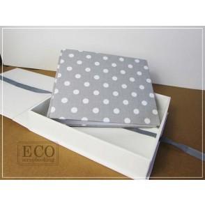 Album v škatli, siv z belimi pikami