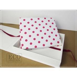 Album v škatli, bel z roza pikami